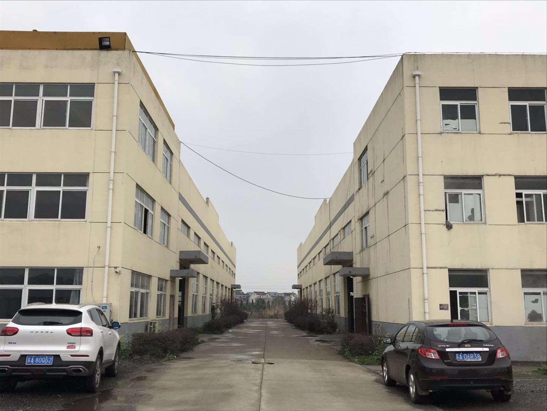 南京市高淳区内厂房土地出售 共28亩土地 已使用10亩 已建成厂房7200平米(2栋单层火车头式可装行车厂房)另有18亩空地可按需报建 出售只要1000万