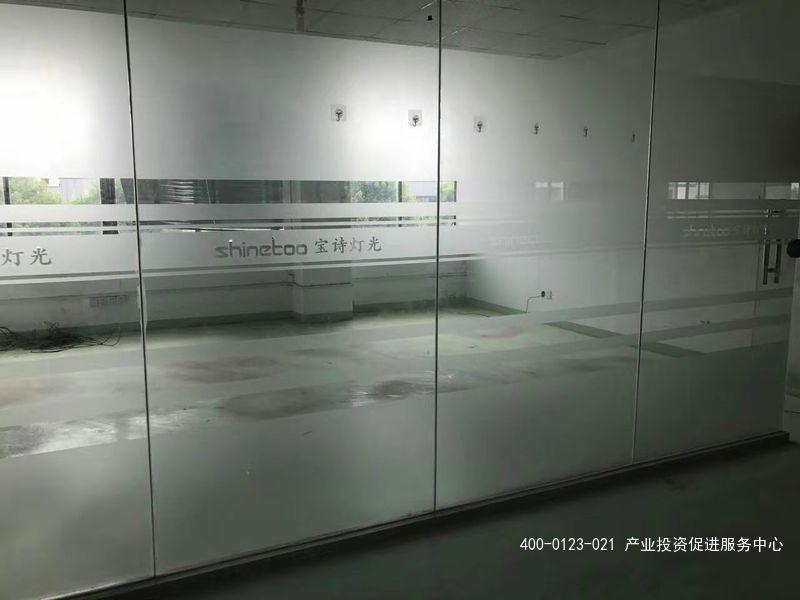 G2153  松江新桥镇新飞路1350平方米一楼仓库出租 可分租 0.8元