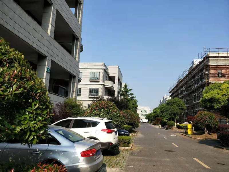 A8348 松江新桥南环路独栋三层厂房办公楼整体出租 每层487平方米 实用面积2000平方米